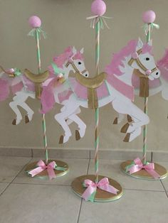 Carousel Theme LOOK AT NOTES Animal cookie crackers back to back on a skewer Carousel Birthday Parties, Circus Birthday, Unicorn Birthday Parties, First Birthday Parties, Birthday Party Themes, First Birthdays, Pony Party, Bar A Bonbon, Party Fiesta