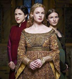 Margaret Beaufort, Queen Elizabeth and Anne Neville Elizabeth Woodville, Isabel Woodville, Medieval Fashion, Medieval Dress, Medieval Clothing, Philippa Gregory, The White Queen Starz, Elizabeth Of York, Queen Elizabeth