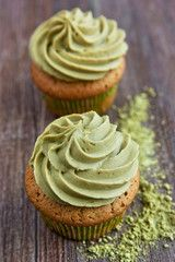 Simply bake these delicious Matcha cupcakes and add a touch of green to your coffee or tea table. These pastries are a sensation. Chia Pudding, Cupcake Recipes, Baking Recipes, Matcha Cupcakes, Organic Loose Leaf Tea, Green Tea Recipes, Organic Matcha, Matcha Green Tea Powder, Desserts To Make