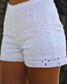 Darling In Daisy Shorts: White Gorgeous Short Outfits, Stylish Outfits, Summer Outfits, Cute Outfits, Daisy Shorts, Teen Fashion, Fashion Outfits, Fashion Trends, Curvy Fashion