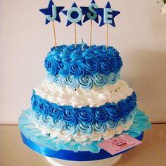 Bonita torta de rosetas para celebrar el cumpleaños de José. Gracias Jhosh una vez más. #merengue Sabor: vainilla & chocolate