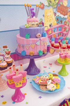 Dive into the world of Shopville where Shopkins are all around! At Kara's Party Ideas we have the cutest Shopkins Birthday Party with a Shopkins cake too! Bolo Shopkins, Fete Shopkins, Shopkins Bday, Shopkins Party Ideas, Shopkins Cookies, Shopkins Room, 6th Birthday Parties, Birthday Fun, Birthday Ideas