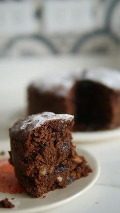 Banana cake with banana - HQ Recipes Chocolate Fruit Cake, Chocolate Recipes, Sweet Recipes, Cake Recipes, Plum Cake, Angel Cake, Cake Cookies, Christmas Desserts, Cake Tins