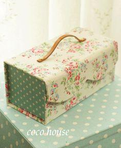 Cartonnage pelucheux mignon | Boîte à outils de l'image dans Cath Kidston