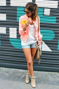 Jacket: Blanco, Tee: Zara, Shorts:Blanco, Bracelets:Anillos con encanto, Sneakers:Hakei