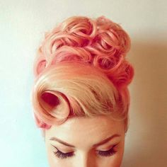 62 trendy hairstyles short retro pin up Retro Hairstyles, Wedding Hairstyles, Party Hairstyles, Modelos Pin Up, Rockabilly Hair, Rockabilly Style, Pin Up Hair, Pin Curls, Grunge Hair