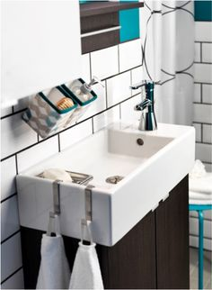 Work small miracles in your small bathroom with this LILLÅNGEN sink cabinet.