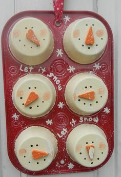Not quite a wreath but would be a really easy and really cute front door decoration. **Christmas Snowman Muffin Tin**