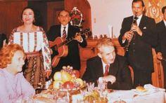 Paştele în perioada comunismului. Familia Ceauşescu petrecea cu rudele în sufragerie, în timp ce românii mergeau pe ascuns la biserică Nostalgia, Romania, Google