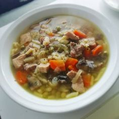 Sertés raguleves 🍲 Soups And Stews, Cheeseburger Chowder, Oatmeal, Recipies, Pork, Cooking, Breakfast, Health, Hungarian Recipes
