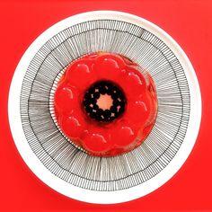 Marimekko, Dinner Plates, Dinnerware, Favors, Porcelain, Black And White, Kitchen Stuff, Holiday Decor, Finland