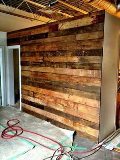 You should use them in making the pallet wood wall in your home. Cut the pallet woods in different lengths and join them against the wall in such design and Pallet Projects, Home Projects, Wooden Projects, Palette Diy, Diy Casa, Into The Woods, Diy Pallet Furniture, Furniture Projects, Diy Holz