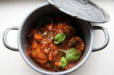 Lekker recept voor een Italiaans stoofpotje met kip, venkel en basilicum. Dit stoofpotje staat binnen een half uur op tafel. Lekker met ciabatta of polenta.