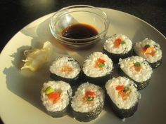 Excellent step by step by Low Syn Life - SUSHI ! 40 pieces for 3 syns (it's another 0.5 syns per sheet of Nori i.e. 5 pieces) - wow! And no avocado in sight! :D