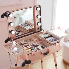 Calling all aspiring MUAs – this travel vanity was designed with you in mind! Now you can take your get-ready station on the go with this chic rose gold travel vanity. Featuring fold out trays with see-through lids to keep essentials protected, adjustable Vanity Organization, Makeup Storage, Jewelry Storage, Diy Jewelry Vanity, Makeup Box Diy, Makeup Vanity Box, Bedroom Makeup Vanity, Hair Vanity, Makeup Ads