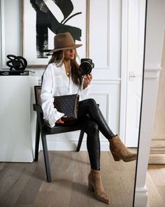 Leather Leggings Outfit, Spanx Faux Leather Leggings, Legging Outfits, Leather Trousers, Shirt Outfit, Fedora Outfit, Leggings Style, Autumn Leggings Outfits, Sweater Outfits