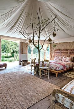 Ah, the art of glamping. Combining chic ideas with the outdoors, glamping is a way to have fun and be comfortable. Not quite camping yet not quite a s. Camping Con Glamour, Glam Camping, Camping Glamping, Teepee Tent Camping, Camping Cabins, Kayak Camping, Kayak Fishing, Yurt Living, Yurts