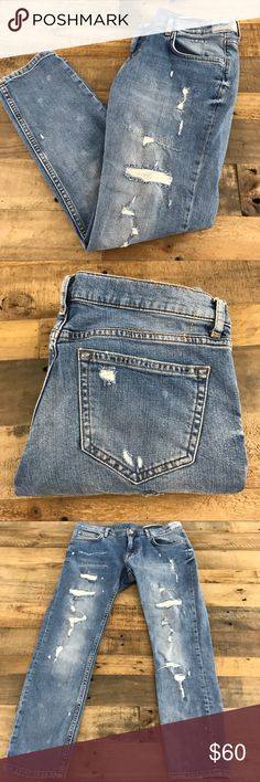 "Zara Woman Ripped Distressed Boyfriend Crop Jeans Excellent pre-owned condition, no flaws!  Waist is 15"" flat Rise is 8"" Inseam is 25"" Zara Jeans Boyfriend"