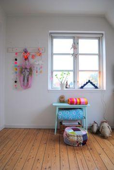 Children's room - Fluo detailing - Vintage + Little