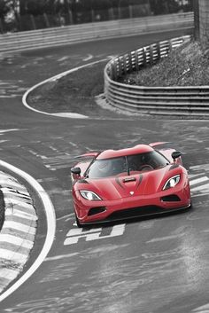 Smooth Operator - Koenigsegg Agera destroying the track