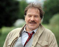 """Als """"Schimanski"""" wurde er zu einer TV-Legende: Der Schauspieler Götz George ist tot. Er starb im Alter von 77 Jahren."""