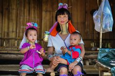 The Karen live in bamboo houses built on stilts, with their domestic animals living under the house. The women are also skilled weavers and make beautiful clothes & handicrafts as well as skills in the distilling of alcohol.