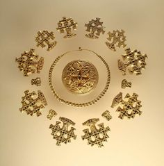 Goldenes Schmuckensemble aus der Wikingerzeit von der Insel Hiddensee (© Kulturhistorisches Museum der Hansestadt Stralsund)