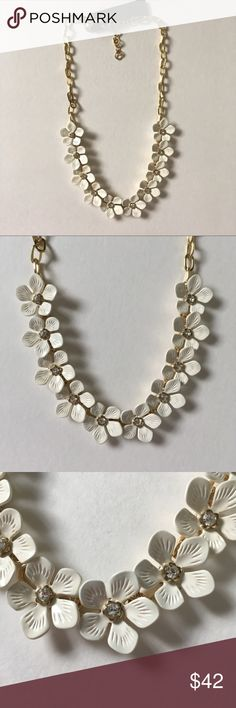 Jcrew white daisy adorable statement necklace ❌No trade. No model.  💰Price is firm.  🎉3 for 15% off bundle discount + 0 tax! 🎉Checkout more news on FB @Jane's Closet & IG @shopjanes_closet  😍Details: Brand new with tag. No price tag. Material unknown. Details see pictures. J. Crew Jewelry Necklaces