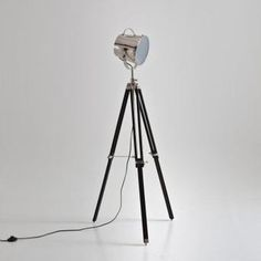 Lampadaire trépied projecteur de cinéma – 120€