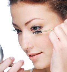 Mascara-tips for Bottom Eyelashes —and more. Wonderful tips for mascara application overall. #MascaraTricks Mascara Brush, 3d Fiber Lash Mascara, Mascara Tips, Best Mascara, Lower Lash Mascara, Bottom Eyelashes, Fake Eyelashes, Natural Eye Makeup, Natural Eyes