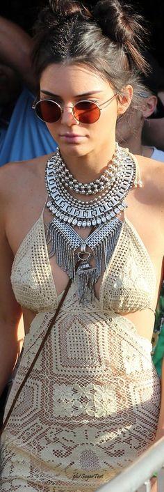 Kendall Jenner - Coachella  ≫∙∙☮ Bohème Babe ☮∙∙≪• ❤️ Curated  by Babz™ ✿ιиѕριяαтισи❀ #abbigliamento #bohojewelry #boho