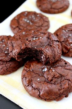 Wicked sweet kitchen: Brownie cookies with sea salt Brownie Cookies, Chocolate Cookies, No Bake Desserts, Delicious Desserts, Dessert Recipes, Something Sweet, Sea Salt, Chocolate Recipes, Sweet Tooth