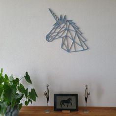 Geometrische eenhoorn gemaakt van 9mm berken multiplex. Nu te koop in de webshop (ook voor meer geometrische dieren).  Unicorn/eenhoorn/blauw House Rooms, Metal Wall Art, Lego, Room Decor, Bullet Journal, Harry Potter, Tattoo, Design, Decoration