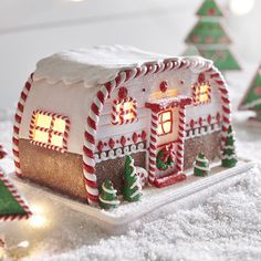 Raz Battery Operated LED Lighted Gingerbread House Camper Trailer Christmas Figure 3916186 NEW for 2019 Listen to the crickets chirping, the river trickling, owls hoo-ing in the distance. All the things you'd hear in an outdoor oasis Gingerbread Christmas Decor, Cool Gingerbread Houses, Gingerbread House Designs, Gingerbread House Parties, Gingerbread Village, Christmas Desserts, Christmas Treats, Christmas Baking, Christmas Cookies