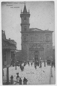 Oviedo:Iglesia de San Isidoro en la plaza del Ayuntamiento