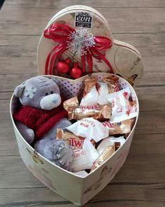 Birthday Surprise Box Boyfriends Super Ideas – Birthday Presents Valentine Gift Baskets, Valentines Gift Box, Diy Gift Baskets, Creative Gift Baskets, Birthday Box, Friend Birthday Gifts, Surprise Birthday, Girlfriend Birthday, Teen Birthday