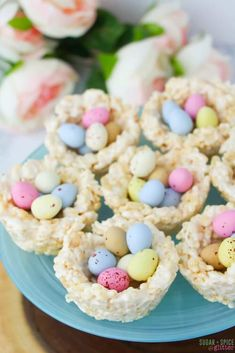 No-Bake Mini Egg Easter Nests Easy no-bake Easter dessert for kids, these Mini Egg Rice Krispie Nests are quick and fun to make together Mini Desserts, Easy Easter Desserts, Easter Snacks, Easter Lunch, Easter Dinner, Easter Recipes, Easter Baking Ideas, Mini Egg Recipes, Lunch Kids