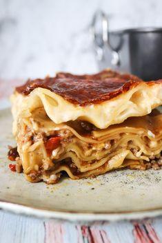 Millionbøf Lasagne - Nem Og Anderledes Lasagne... Moussaka, Food Photography Styling, Dessert Recipes, Desserts, Cheese Recipes, Apple Pie, Italian Recipes, Foodies, Delish