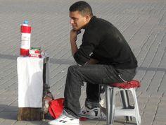 Vendeurs de cigarettes a Meknes (Maroc)