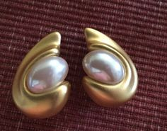 VTG LARGE Givenchy Paris NEW YORK SIGNED GOLD TONE CLIP ON PEARL EARRINGS | eBay
