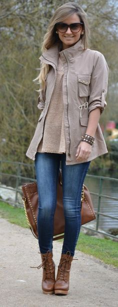 Looove this outfit! Combat boots, skinny jeans, a nice fall jacket and some accessories #Recreate