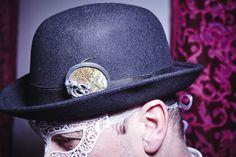 """Tauchen Sie mit dieser Brosche ein in ein barockes Flair, eine Zeit der opulenten Feste und Bälle!"""" Eva Tesarik   Brosche aus der Serie """"Palazzo"""" Silber, Holz von einem alten venezianischen Tablett € 390  #schmuck #schmuckkunst #artjewellery Palazzo, Cowboy Hats, Fashion, Plain Dress, Venetian, Diving, String Of Pearls, Baroque, Pearl Jewelry"""