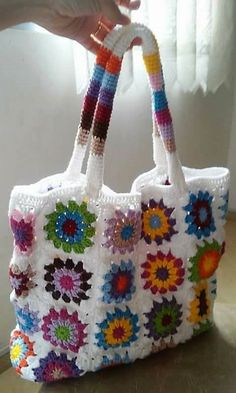 First of all, we would like to show the idea of bag crocheting that will look great with every dress; no matter the dress is of a single color or multi-color. Different yarn colors are used for the crocheting of the flowers which are looking awesome.