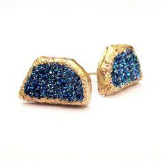 DIY druzy stud earrings (Tutorial in link) #DIY #Earrings #Druzy