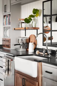 Modern Farmhouse Kitchen: Design Tips & Ideas Thanks for watching tonight's episode of Fixer Upper! Decor, Farmhouse Kitchen Decor, Fixer Upper Kitchen, Farmhouse Kitchen, Farmhouse Kitchen Design, Home Decor, Kitchen Style, Modern Farmhouse Kitchens, Rustic Floating Shelves