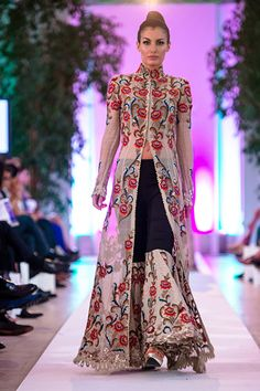 strand_of_silk_-_stylish_thoughts_lakme_fashion_week_2015_-_designers_to_look_out_for_anamika_khanna_2015.jpg (400×600)