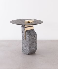 MODERN TABLES | side table made in marble bass | www.bocadolobo.com/ #luxuryfurniture #designfurniture