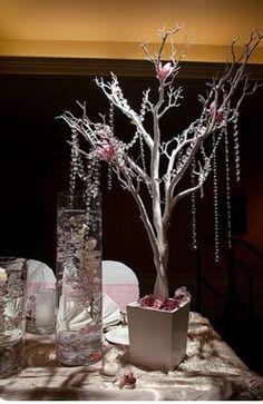 Manzanita manzanita branches and white hydrangeas on for Decoracion con ramas secas
