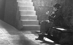 Charles Chaplin in City Lights 1931 Vevey, Charlie Chaplin City Lights, City Lights Chaplin, City Lights 1931, City Lights Movie, Charles Spencer Chaplin, The Blues Brothers, Pantomime, Aragon