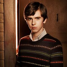 Norman Bates from Bates Motel I love this show! Norman Bates, Freddie Highmore, You Can Do Anything, Great Tv Shows, Bates Motel, Man Candy, Tv Series, Im Not Perfect, Boys
